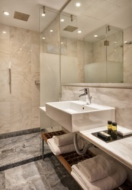 Standard_Room_-_Bathroom_II